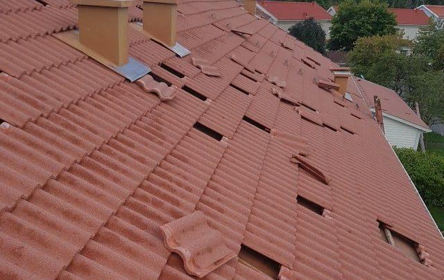 Byte av trasiga takpannor